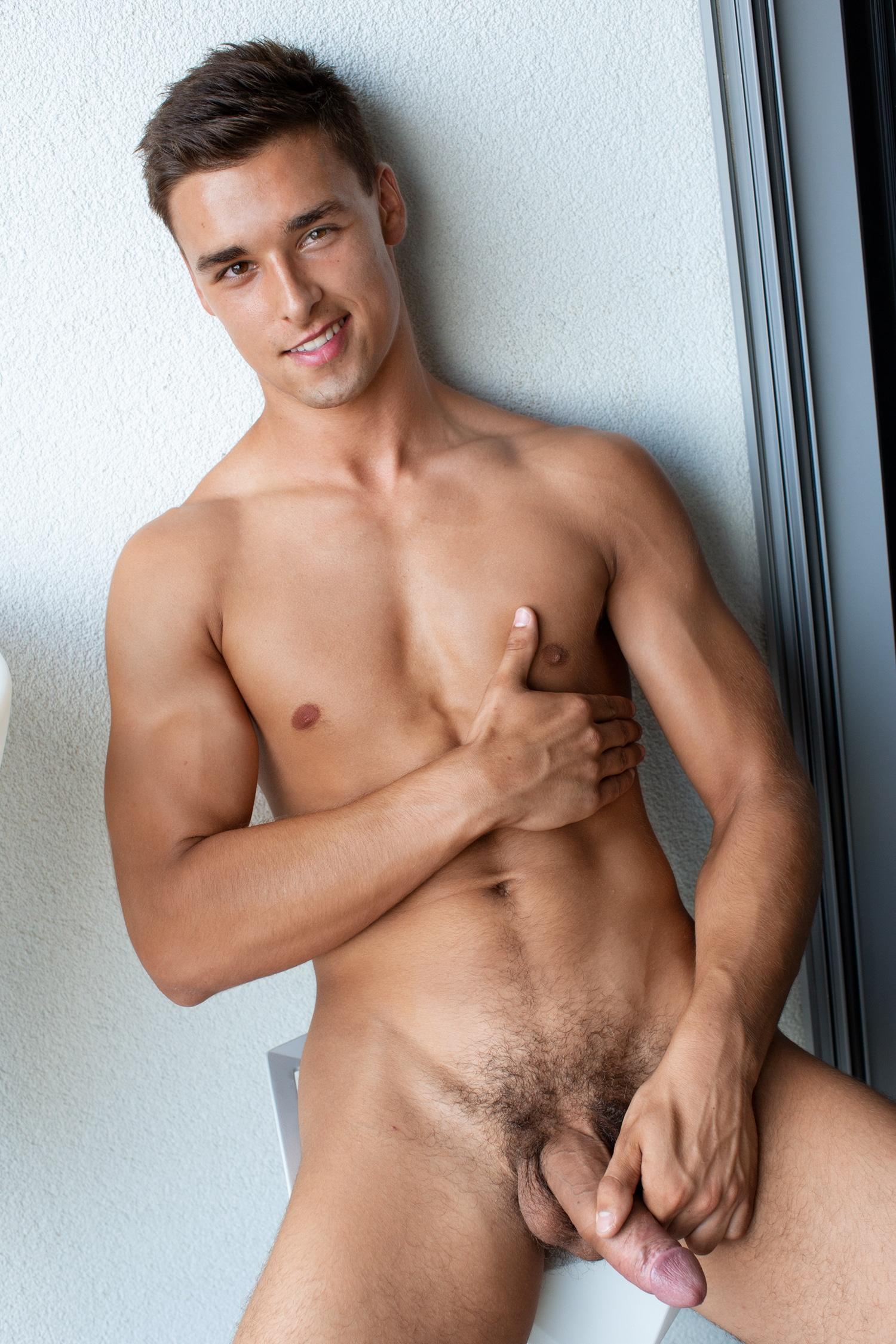Alan Mosca nude