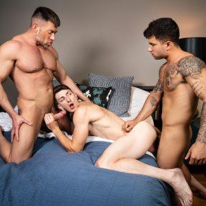 Gay porn stars having a hardcore threesome