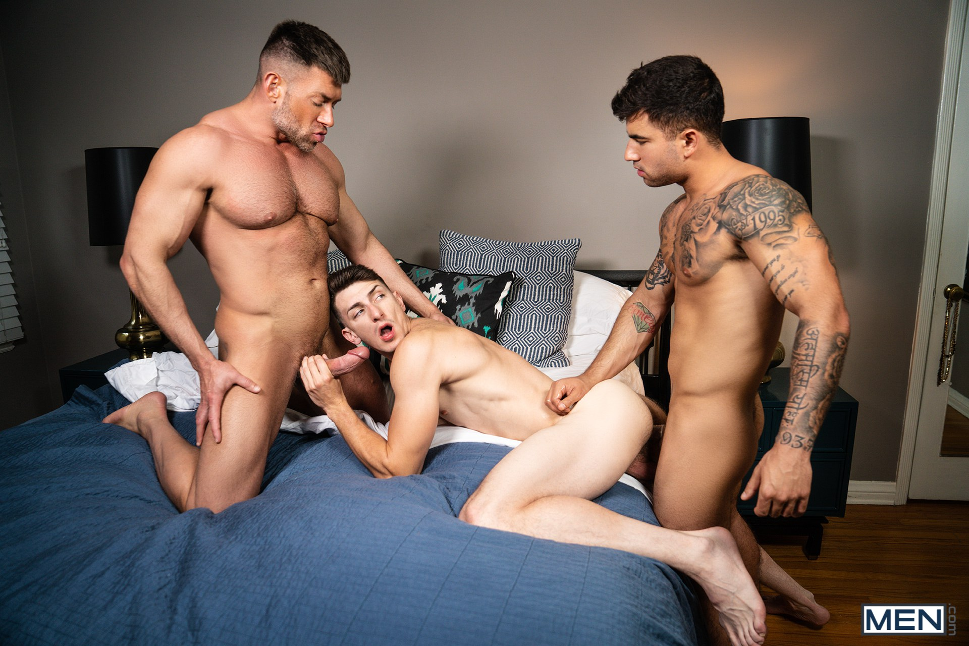 Gay porn stars having a hardcore threesome