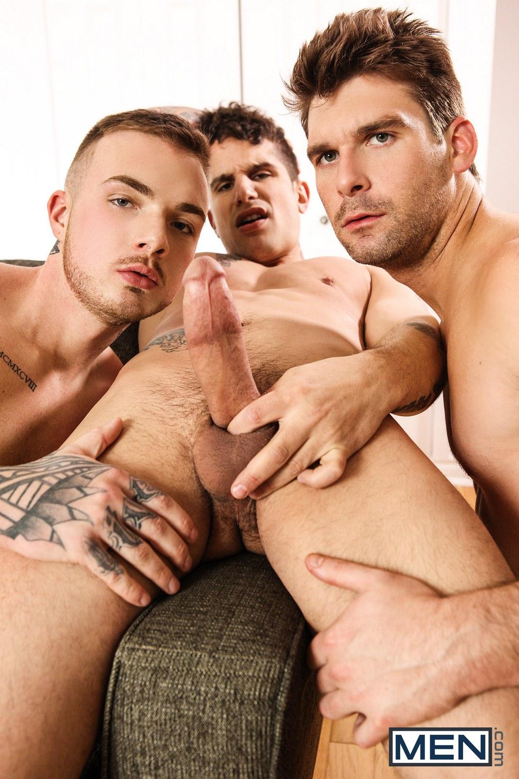 Gay porn stars having a threesome