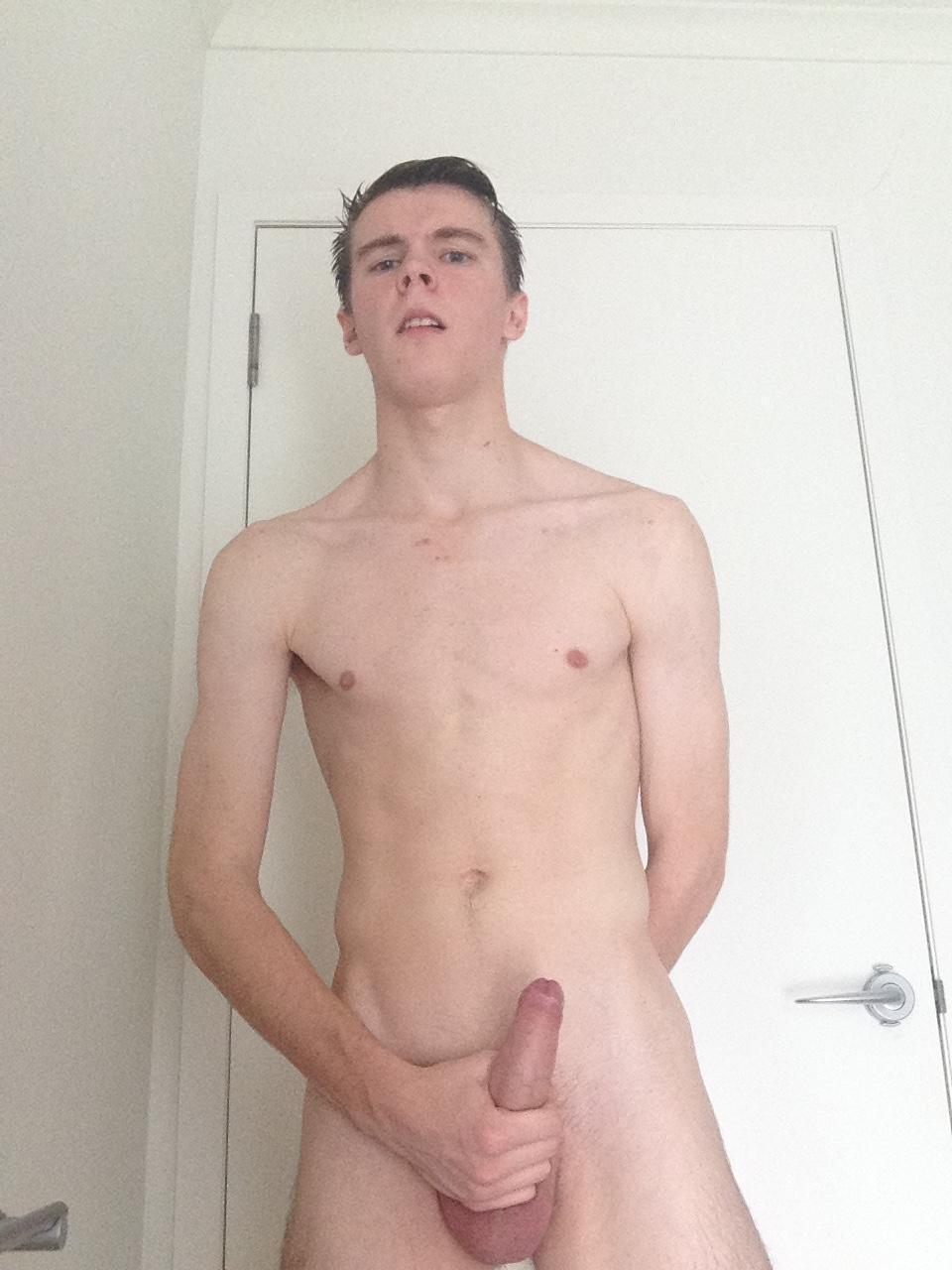 Nude boys in pink foto 887