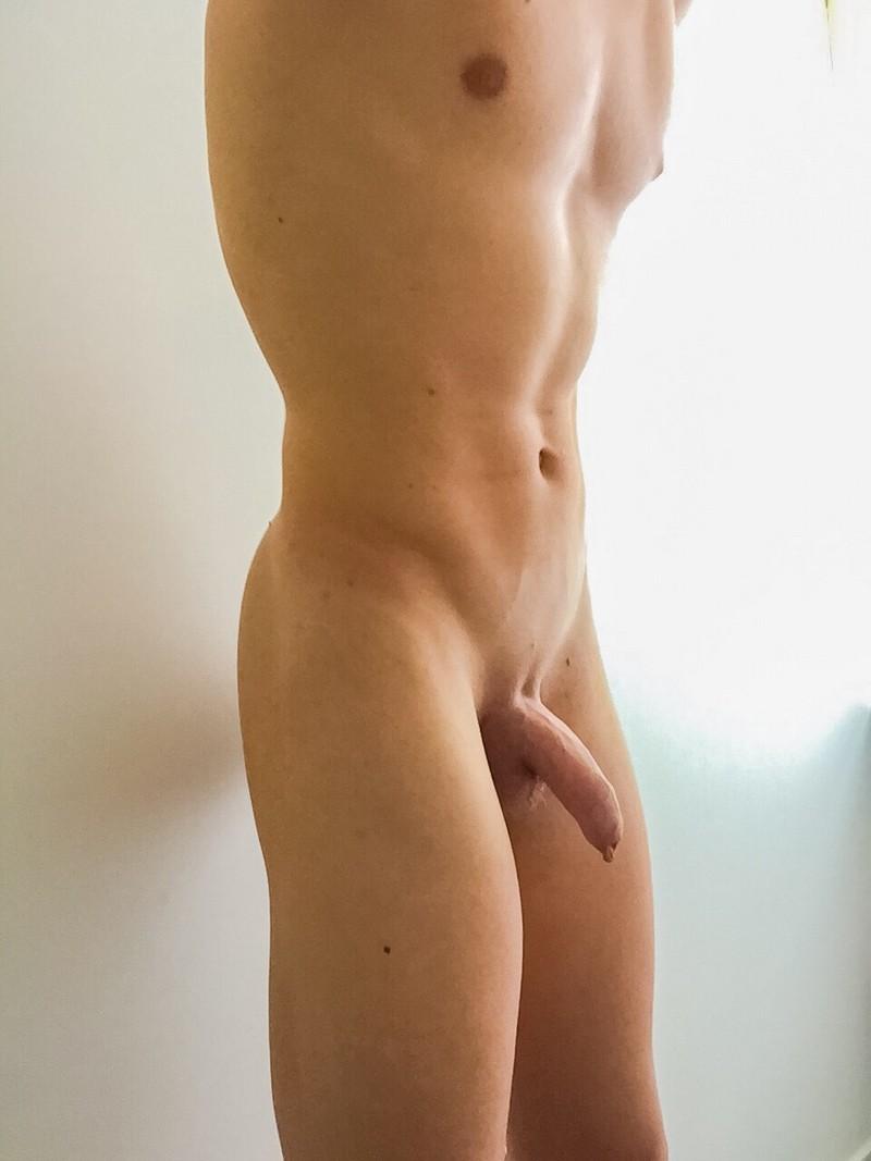 Nude Boy Selfie