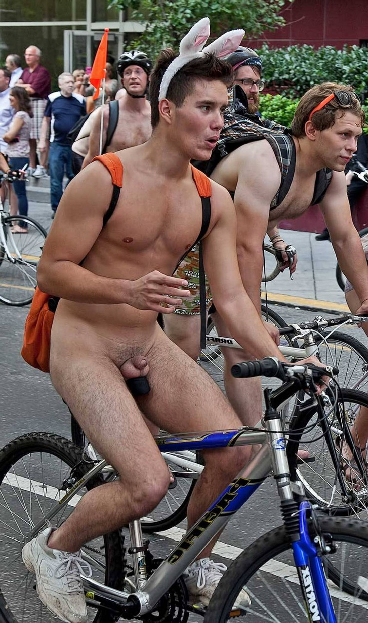 naked-man-with-bike-uncircumcised