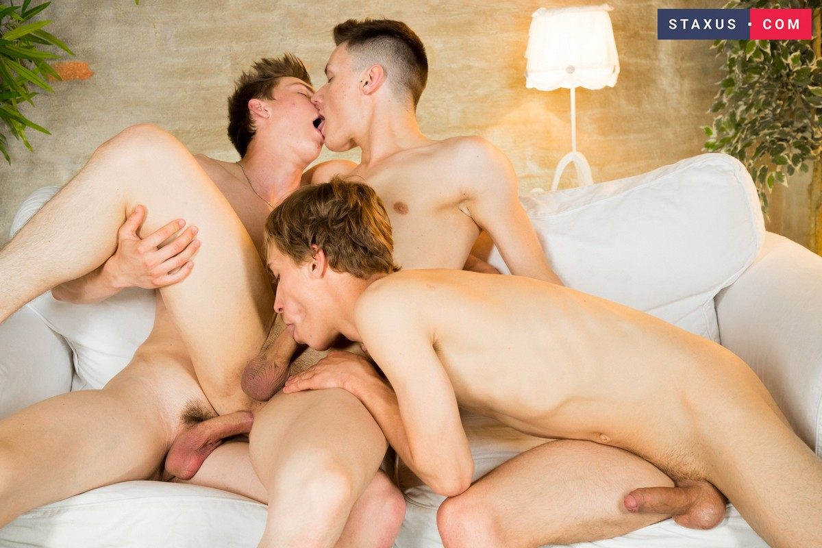 Twink Gay Threesome